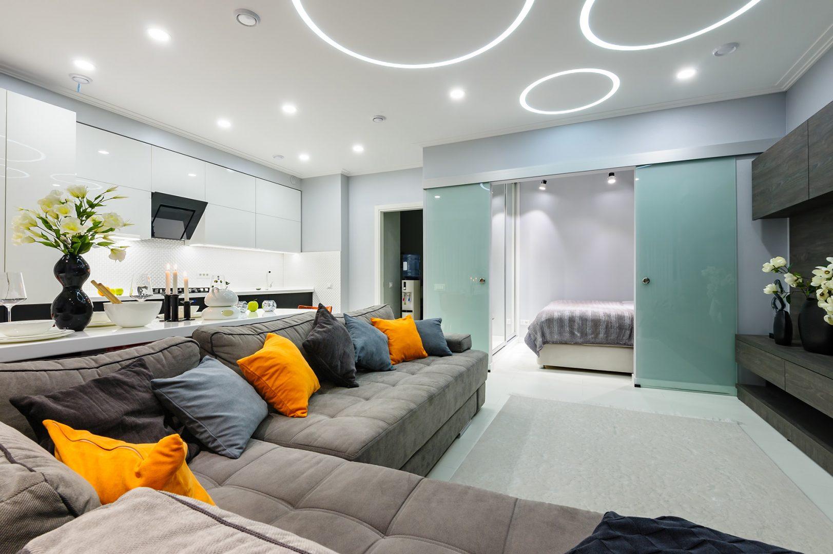 Estúdio moderno branco com luzes led