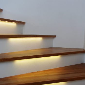 escadas iluminadas