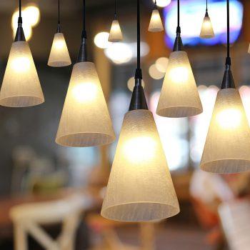 iluminação no café e no restaurante com decoração interior.