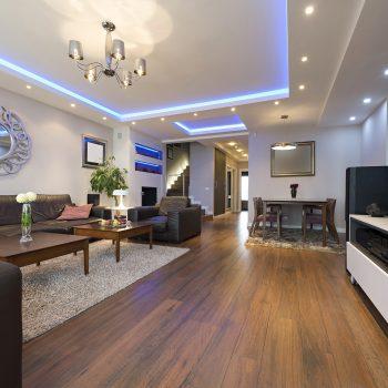 sala de estar interior com luzes de teto modernas